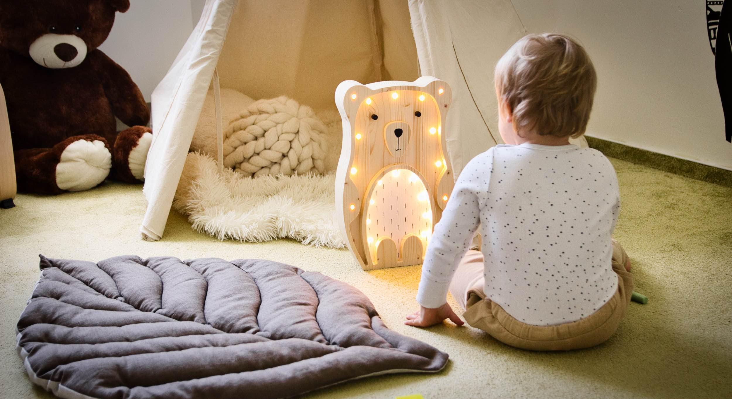 Inspirace na moderní design dětského pokoje v tlumených béžových barvách
